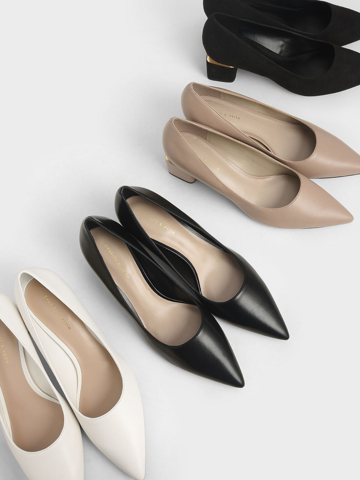 Sepatu Metal Accented Pointed Toe Pumps, Black, hi-res