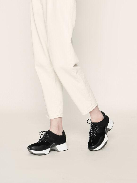 Sepatu Sneakers Bertali Bertekstur, Black, hi-res